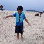 Apa manfaat mengajak Anak main ke Pantai ? Tentu mempunyai alasan yang tepat.