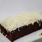 Cara membuat brownies keju kukus ala rumahan di rumah sendiri dengan cepat untuk suguhan tamu maupun Si kecil